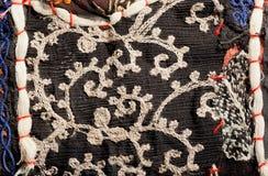 Orientalische Patchworkkunstfertigkeit mit Weidenmustern auf Weinlesematerial Stockbild