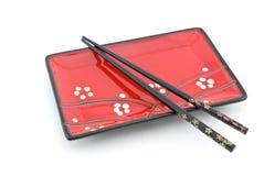 Orientalische Platte und Ess-Stäbchen Lizenzfreies Stockbild