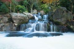 Orientalische Wasserfalllandschaft Stockfotografie