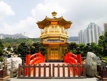 Orientalischer goldener Pavillion Stockfotografie
