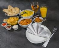 Orientalischer Indersatz, Huhn Korma, Huhn-tikka masala, Reis Pilaf Lizenzfreies Stockfoto