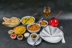 Orientalischer Indersatz, Huhn Korma, Huhn-tikka masala, Reis Pilaf Stockbild