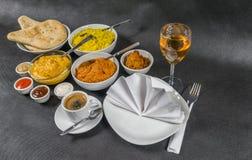 Orientalischer Indersatz, Huhn Korma, Huhn-tikka masala, Reis Pilaf Stockfotos