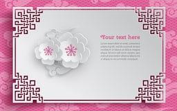 Orientalischer Rahmen, Blumengesteck mit Kirsche blüht auf rosa Musterhintergrund mit Wolken für Grußkartendekoration Stockfoto