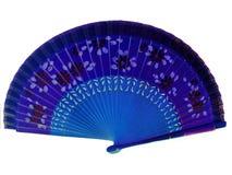 Orientalisches Blau und das purpurrote Falten übergeben Fan auf weißem Hintergrund Stockbild