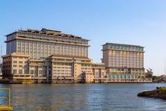 Orientalisches Hotel auf dem Nebenfluss Lagos Nigeria mit f?nf Kaurischnecken lizenzfreie stockbilder