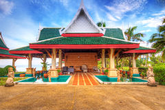 Orientalisk arkitektur på stranden Royaltyfri Bild