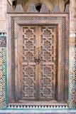 Orientalisk dörr i Madarsa på Fes, Marocko Royaltyfri Foto