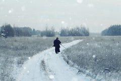 Orientalisk kampsportkrigare på vinterutbildning Fotografering för Bildbyråer