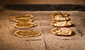 orientalisk libanesisk manakish för bafrukostmat Arkivbilder