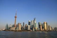 orientalisk pärlemorfärg shanghai torntv Royaltyfri Fotografi