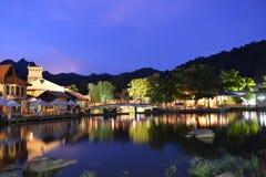 Orientalisk by på natten Fotografering för Bildbyråer