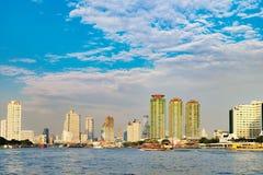 Orientalisk pir på Chao Phraya River i Bangkok Arkivbild