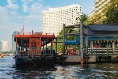Orientalisk pir på Chao Phraya River i Bangkok Royaltyfri Fotografi