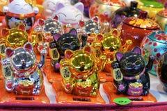 Orientalisk souvenir för välkomnande katt arkivfoto