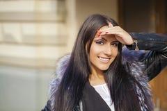 orientalisk stil Sinnlig arabisk kvinnamodell royaltyfria bilder