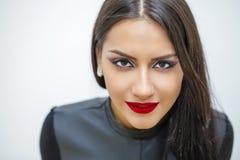 orientalisk stil Sinnlig arabisk kvinnamodell Härlig ren hud arkivfoto