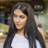 orientalisk stil Sinnlig arabisk kvinnamodell Härlig ren hud royaltyfria foton