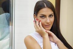 orientalisk stil Sinnlig arabisk kvinnamodell Härlig ren hud fotografering för bildbyråer
