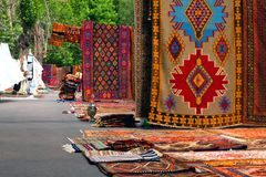 Orientaliska armeniska mattor och filtar arkivfoto