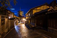 Orientaliska gator av det Higashiyama området i Kyoto Fotografering för Bildbyråer