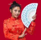 Orientaliska kvinnor med fanen Arkivfoto