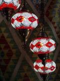 Orientaliska lampor och orientaliska mattor royaltyfria foton