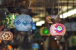Orientaliska lyktor i en shoppa Arkivbild