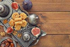 Orientaliska sötsaker med kaffe Royaltyfri Fotografi