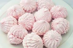 Orientaliska sötsaker på en vit bakgrundsgodis Royaltyfria Bilder