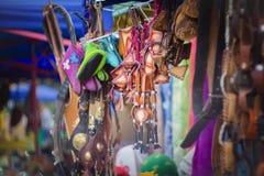 Orientaliska souvenir i den asiatiska marknaden Kasakhstan Arkivbild