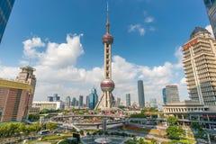 orientaliskt pärlemorfärg shanghai torn Royaltyfri Bild
