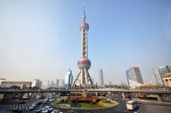 orientaliskt pärlemorfärg shanghai torn Fotografering för Bildbyråer