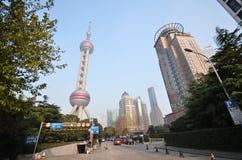 orientaliskt pärlemorfärg shanghai torn Arkivfoton