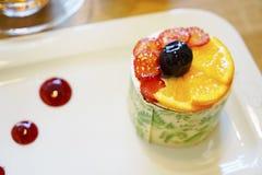 Orientalni Tureccy ciasta z śmietanką i owoc Zdjęcie Stock