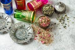 Orientalny herbacianego stołu położenie Rozdaje szkło gościnność obraz royalty free