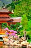Orientalny pawilonu tradycyjni chińskie łuk przy ogródem w Hong Kong Fotografia Stock