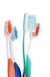 Orientation colorée de brosse à dents de plan rapproché sur le vert un Photographie stock