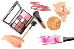 Orientation de produits de beauté et de Makeup Les outils pour le professionnel font une vue supérieure Sur un fond blanc photos libres de droits