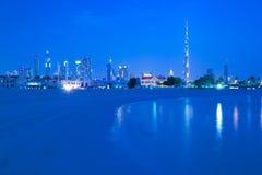 Oriente Medio, United Arab Emirates, Dubai, horizonte de la ciudad y Burj Khalifa en la oscuridad de la playa de Jumeirah Foto de archivo libre de regalías
