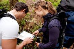 orienteering的夫妇 库存图片