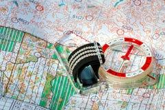 orienteering Boussole et carte topographique Équipement de navigation pour la course d'orientation Le concept images stock