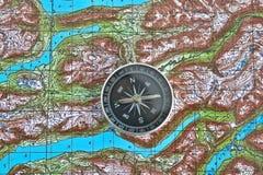 Orienteering in de wildernis Royalty-vrije Stock Fotografie