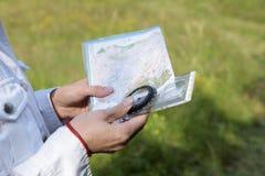 Orienteering im Sommer Lizenzfreie Stockbilder