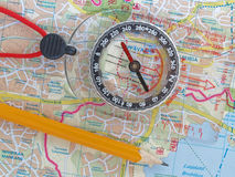 Orienteering sur une carte Photo stock