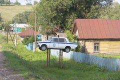Orientering av en polisbil i Ryssland royaltyfria foton