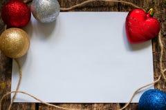 orientering för bokstaven till Santa Claus eller en lista av gåvor med julleksaker Royaltyfri Bild