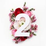 Orientering med färgrika blommor, sidor och nummer en Lekmanna- lägenhet Top beskådar Royaltyfri Fotografi