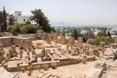 Orienteringen av den Byrsa kullen, fördärvar av forntida Carthage, Tunisien, Afrika royaltyfria foton