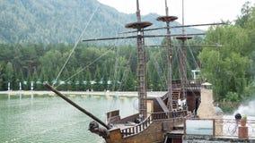 Orienteringen av det forntida skeppet på vattnet Fotografering för Bildbyråer